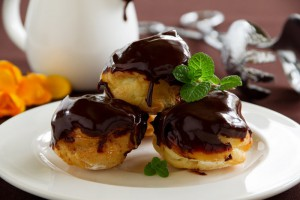 Profiteroles-de-Nata-y-Chocolate